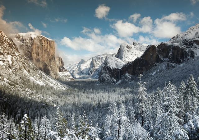 Yosemite valley from Tunnel View at winter by Gleb Tarro