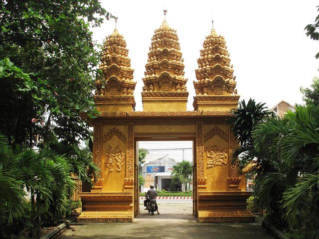 phuon pagoda tra vinh-vietnam
