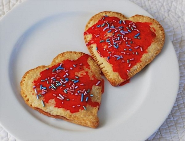 strawberry cream cheese heart pop tarts