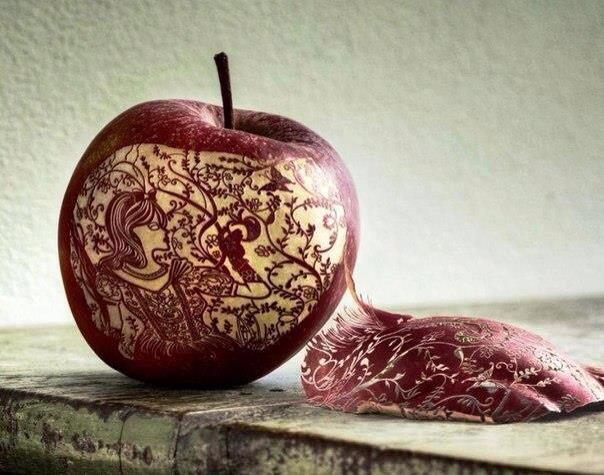 Fantastic apple carving photographs incredible snaps