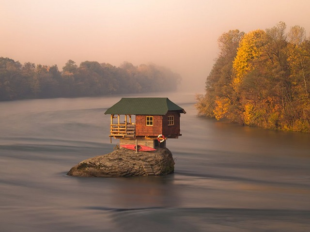 house-river-serbia