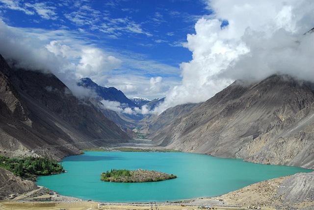 Deosai-plain,-Sakardu,-Pakistan