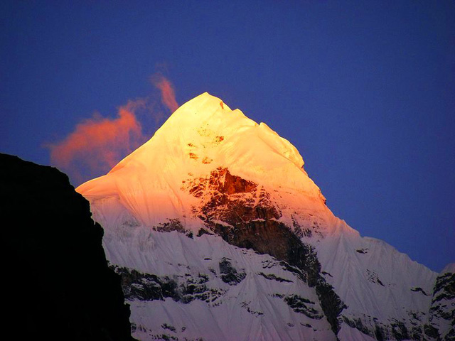 Neelkanth-Parvat,-Uttarakhand