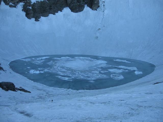 Roopkund-Lake-or-Skeleton-Lake