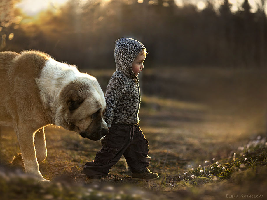 Elena Shumilova Beautifully Portrayed Her Kids and Animals
