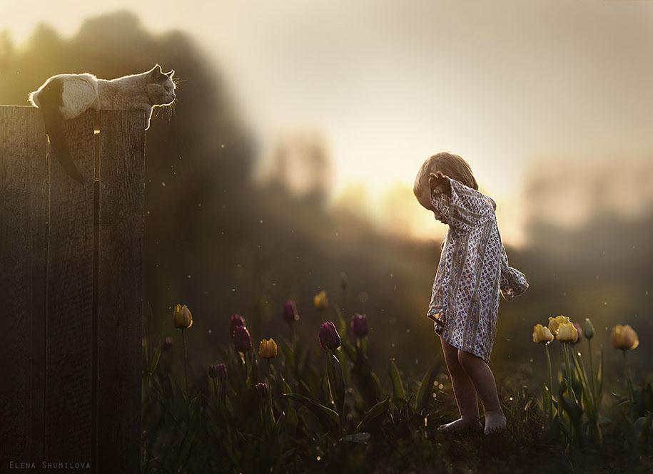 Elena Shumilova Beautifully Portrayed Her Kids and Animals