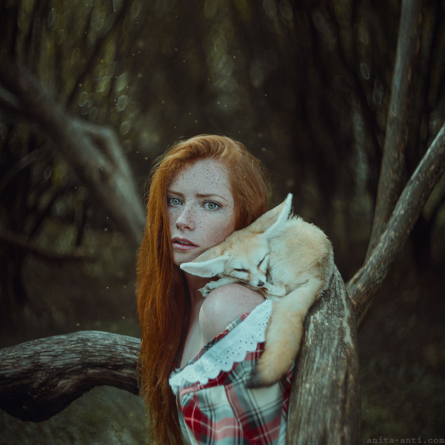 fairytale-photography-women with animals (5)
