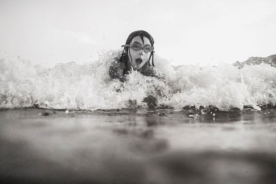 Mother Captures Photographs Of Her Brave Daughters (13)