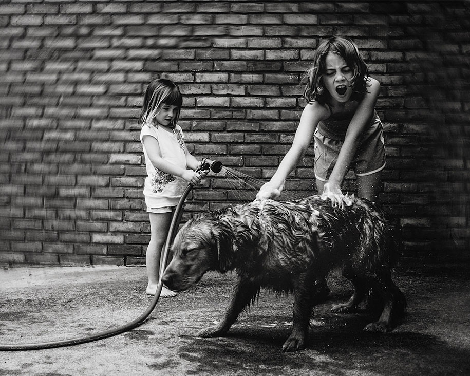 Mother Captures Photographs Of Her Brave Daughters (9)
