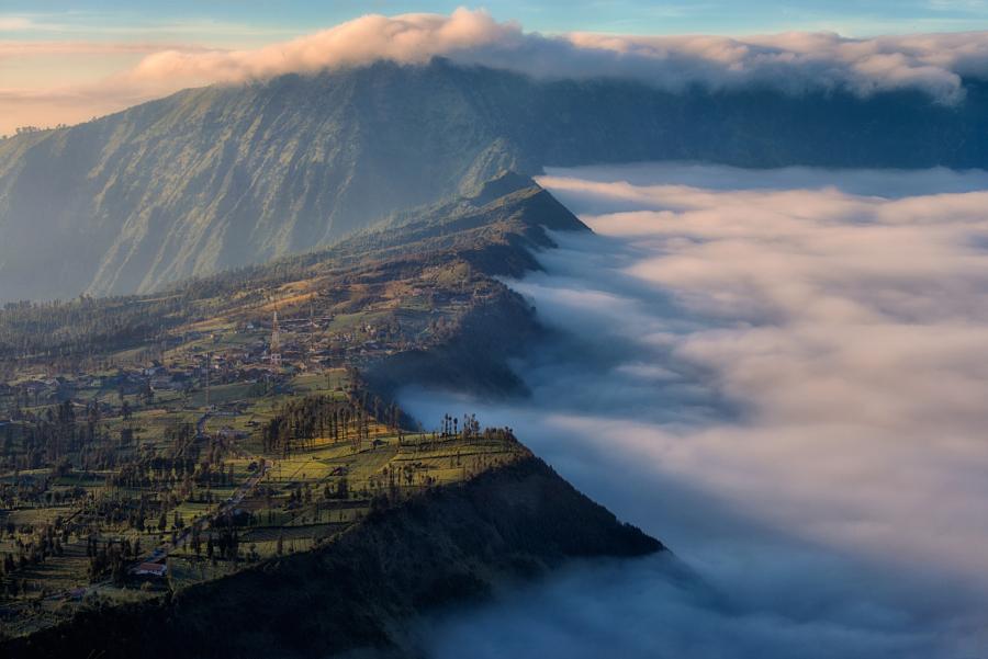 Mt.Bromo , Sunrise View. by Felix Indarta