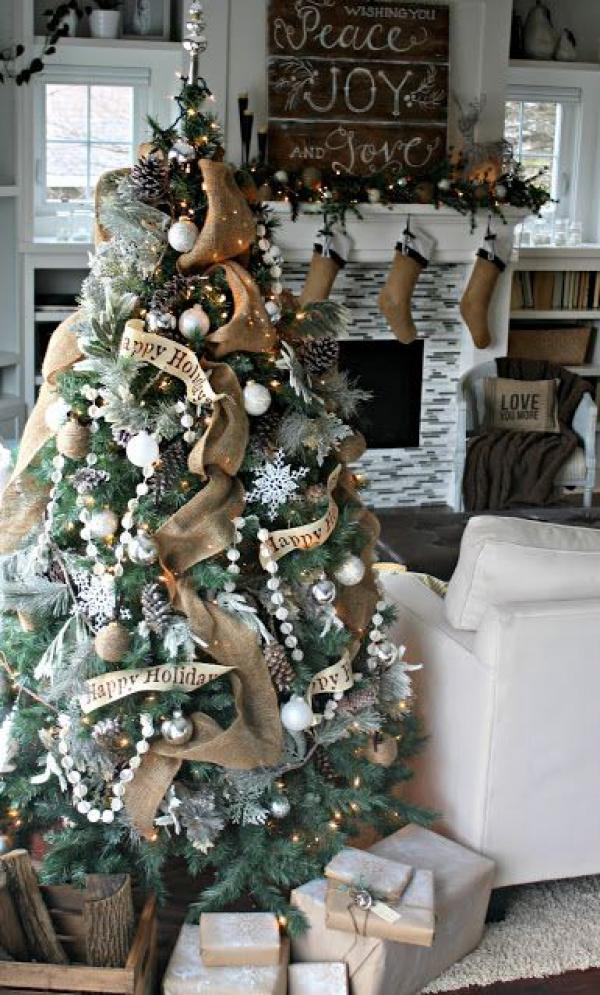 Christmas-tree-for-the-happy-holiday