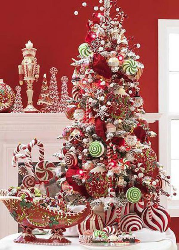 Lovely-red-themed-Christmas-tree-deco-with-candy-ornaments