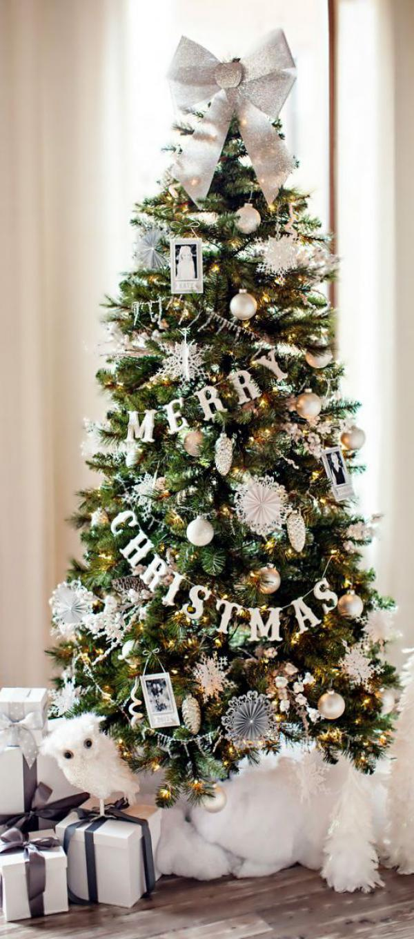 Merry-Christmas-tree-with-presents-snowflakes