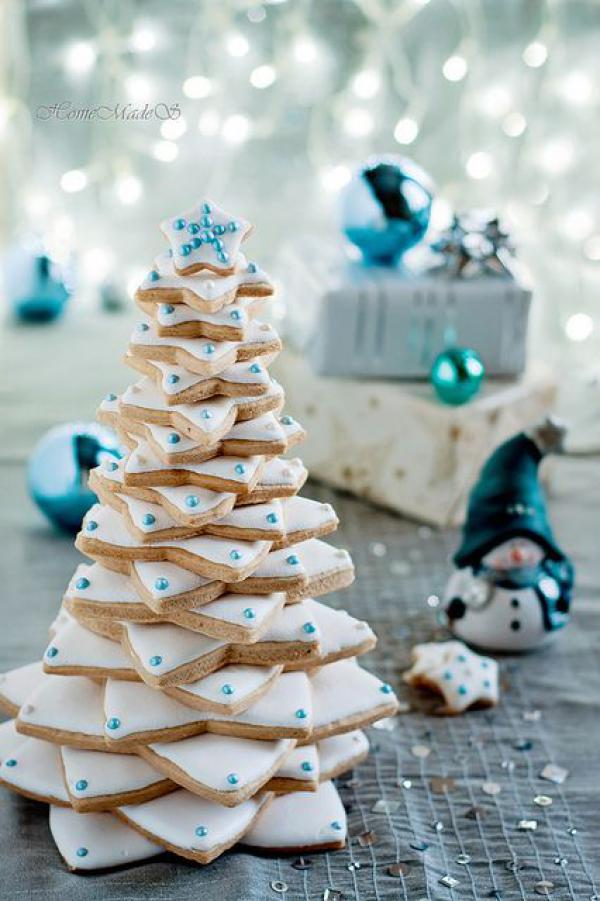 blue-white-cookie-christmas-tree