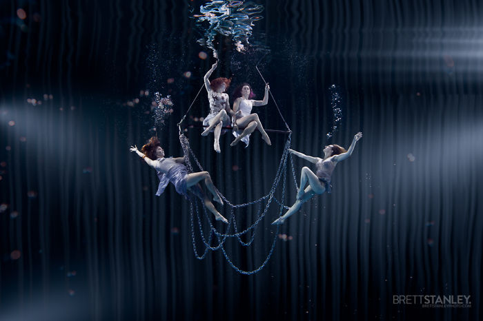 these-underwater-photos-of-circus-performers-will-blow-your-mind-3__700