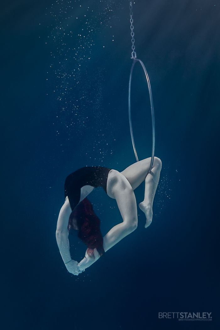 these-underwater-photos-of-circus-performers-will-blow-your-mind-5__700
