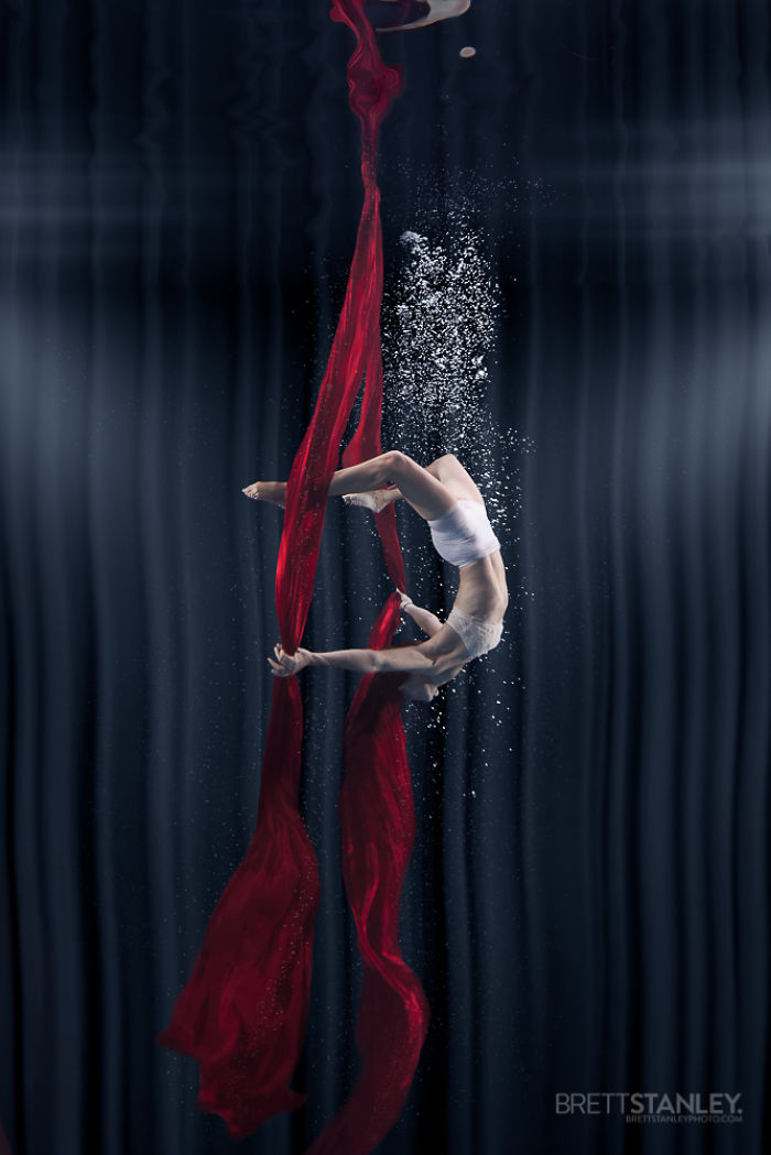 these-underwater-photos-of-circus-performers-will-blow-your-mind-6__700