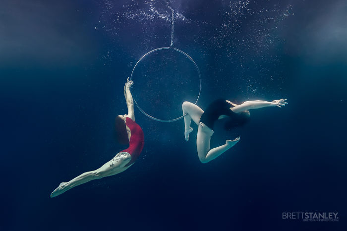 these-underwater-photos-of-circus-performers-will-blow-your-mind-7__700