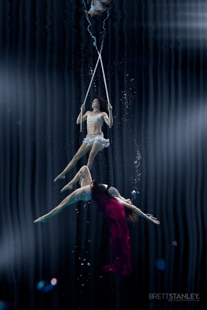 these-underwater-photos-of-circus-performers-will-blow-your-mind-8__700