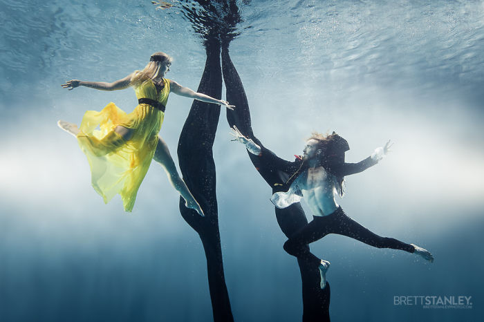 these-underwater-photos-of-circus-performers-will-blow-your-mind-9__700