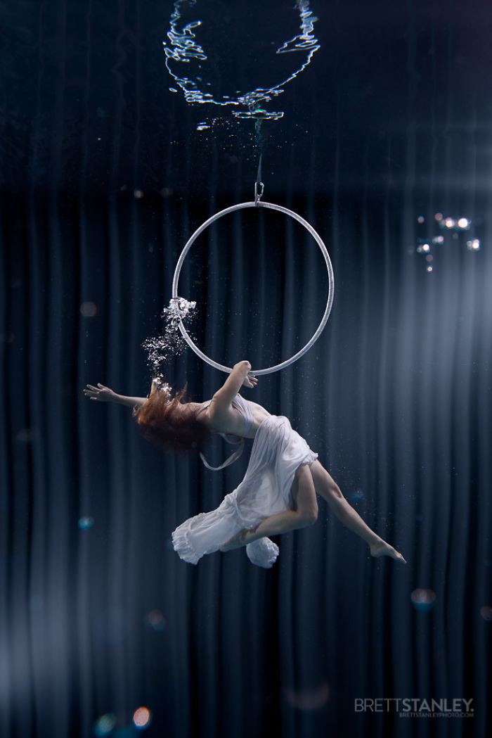 these-underwater-photos-of-circus-performers-will-blow-your-mind__700