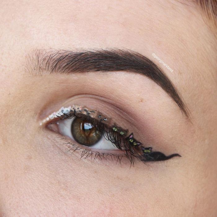 I-do-makeup-for-ants-570669f3a5d81__700