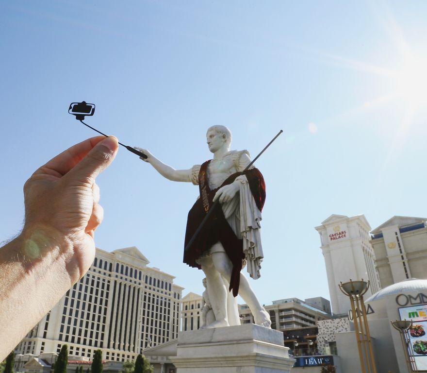 Caesar_Selfie_Caesars_Palace_LasVegas-577d058d44168__880