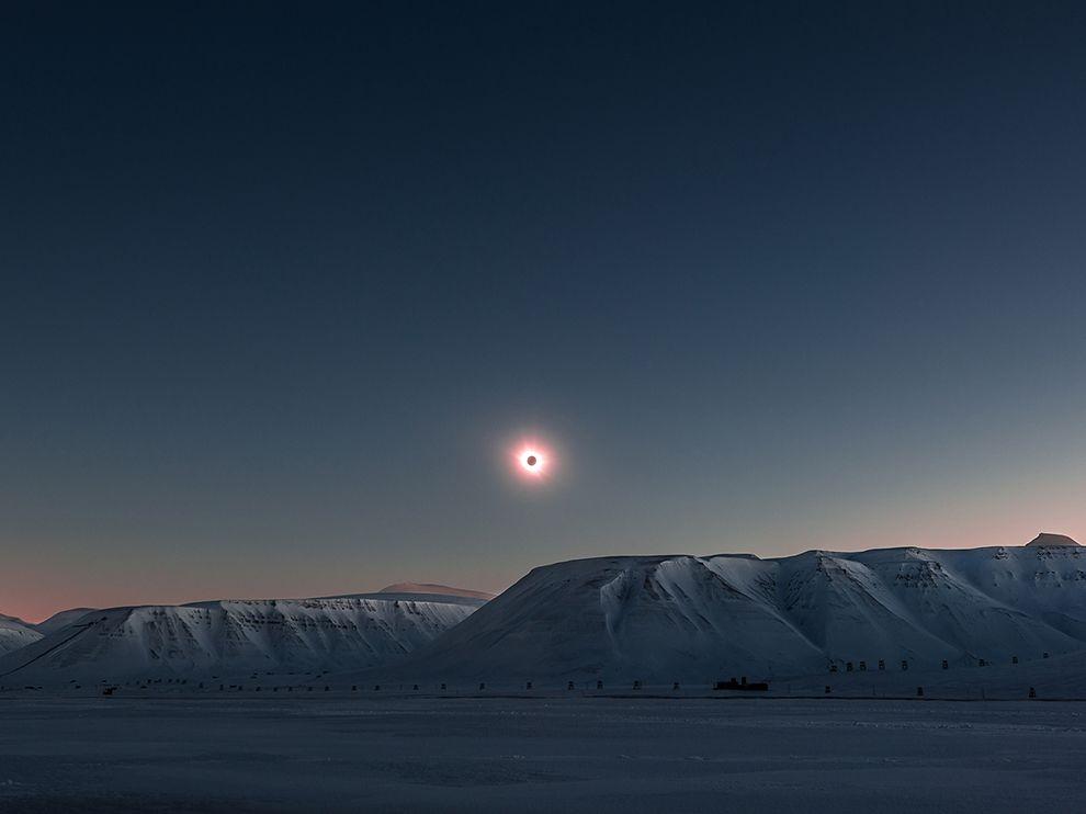 spitsbergen-eclipse-ngpc2015_92203_990x742