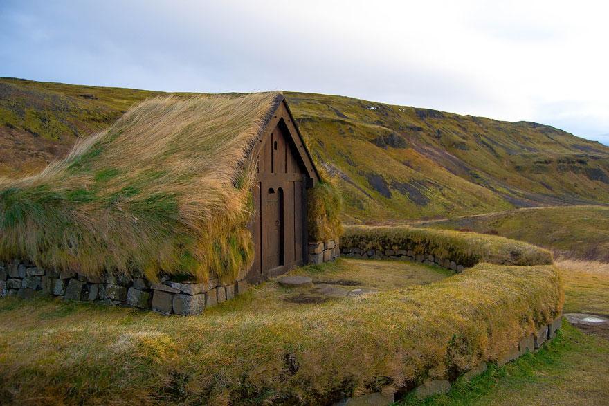 grass-roofs-scandinavia-14-575fe6f146066__880