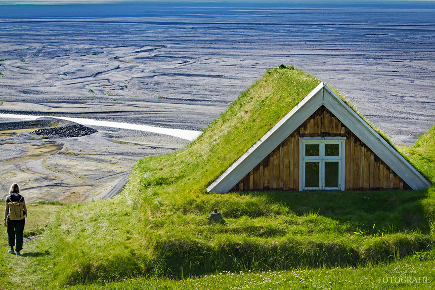 grass-roofs-scandinavia-15-575fe6f34ad04__880