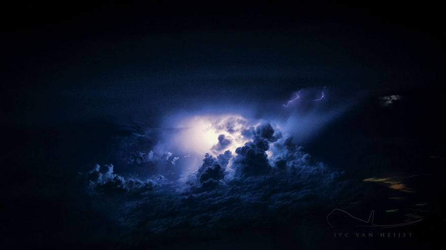 storm-sky-photography-airline-pilot-christiaan-van-heijst-2-57eb67ef2a0ad__880