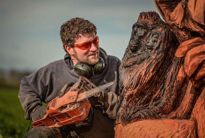 chainsaw-art-at-its-best-589db35734ebf__700