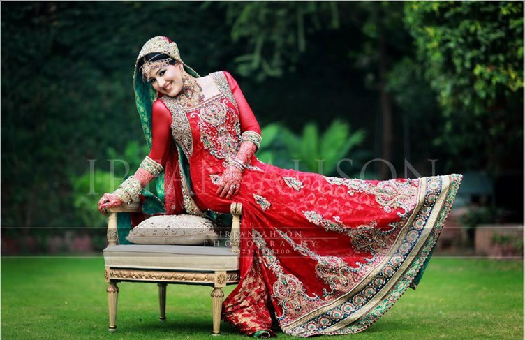 Irfan-Ahson-Pakistani-Wedding-Bridal-Outfit-124