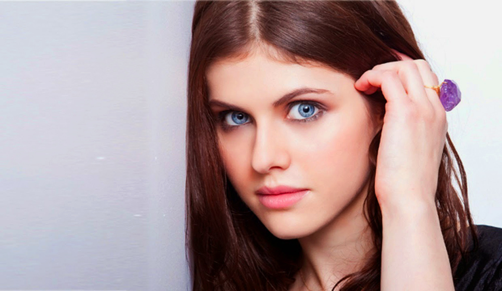 alexandra-daddario-hot-wallpaper